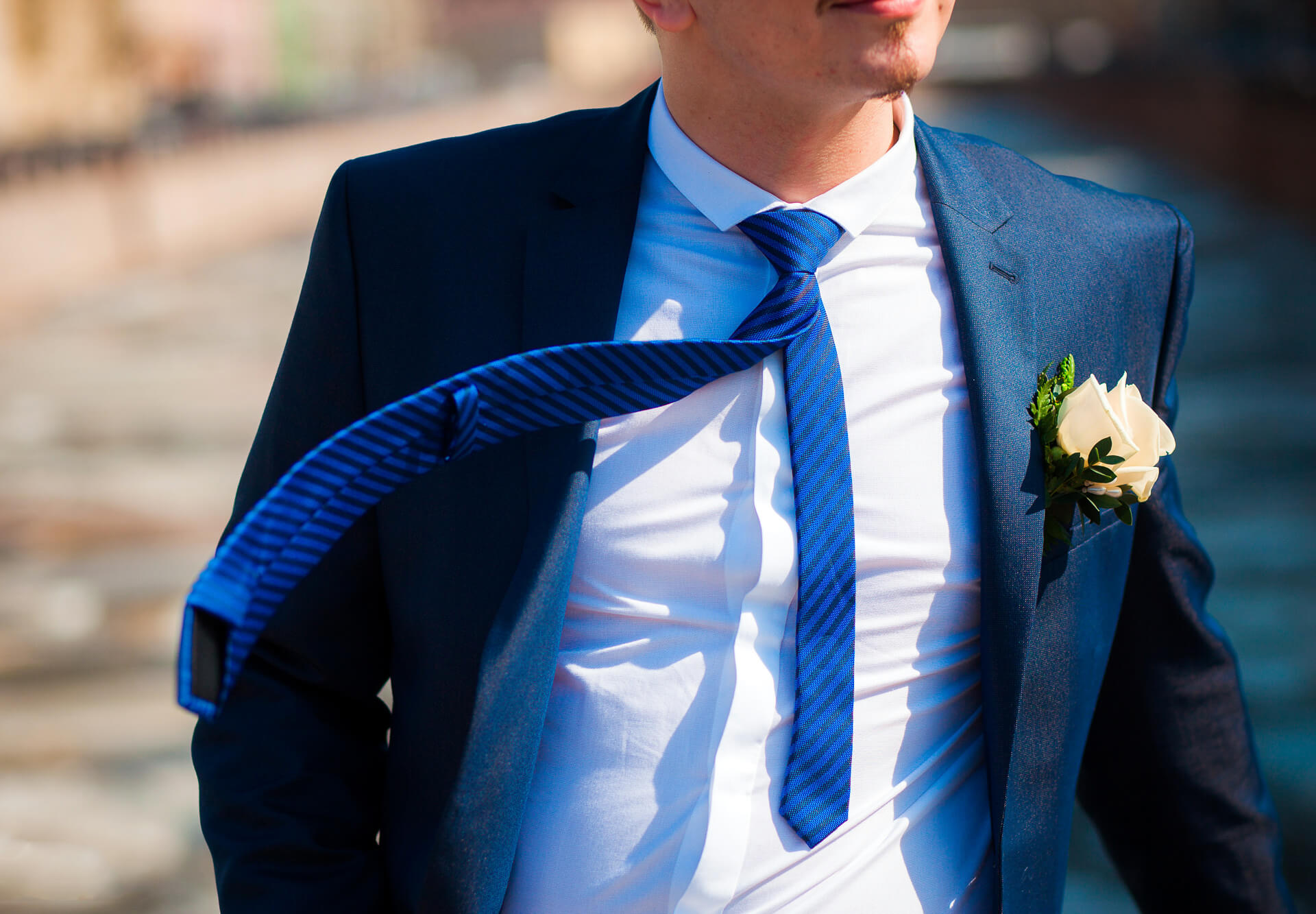 На этой странице собраны материалы по запросу как одеть жениха серый костюм и зеленый галстук фото